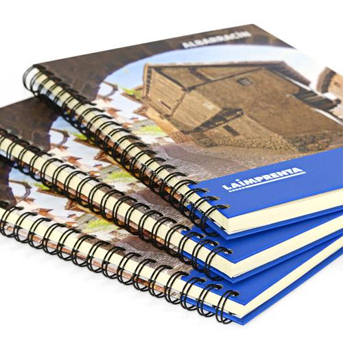 ejemplo de libros blanco y negro encuadernados en wire-o tapa dura