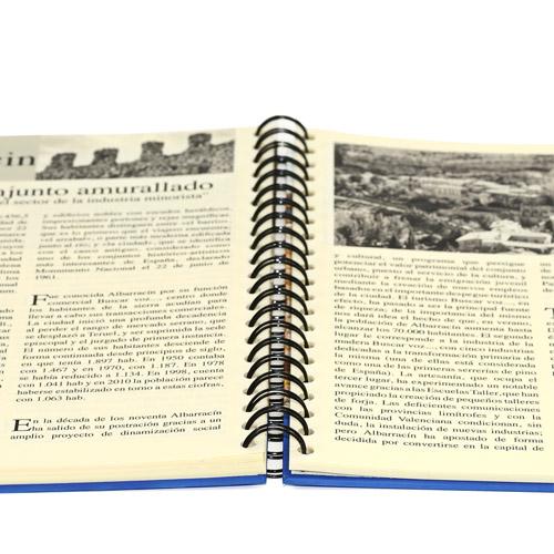 detalle de las ventajas de un libro encuadernado en wire-o abierto