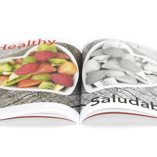 ejemplo de libros combinando fotos en blanco y negro y color