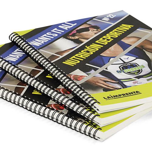libros impresos combinando color y blanco y negro con la portada en wire-o tapa blanda