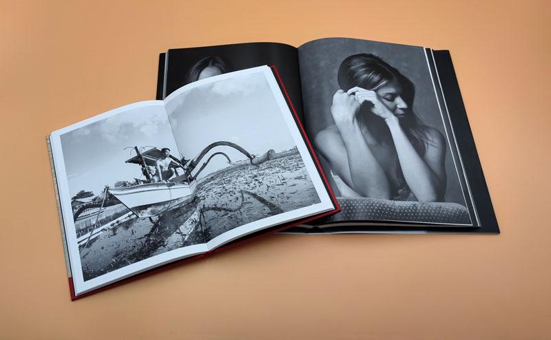 Libros de fotografía en blanco y negro con encuadernación en tapa dura