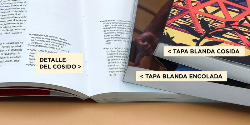 Detalle de la encuadernación de un libro color tapa blanda donde se ve el cosido y el encolado